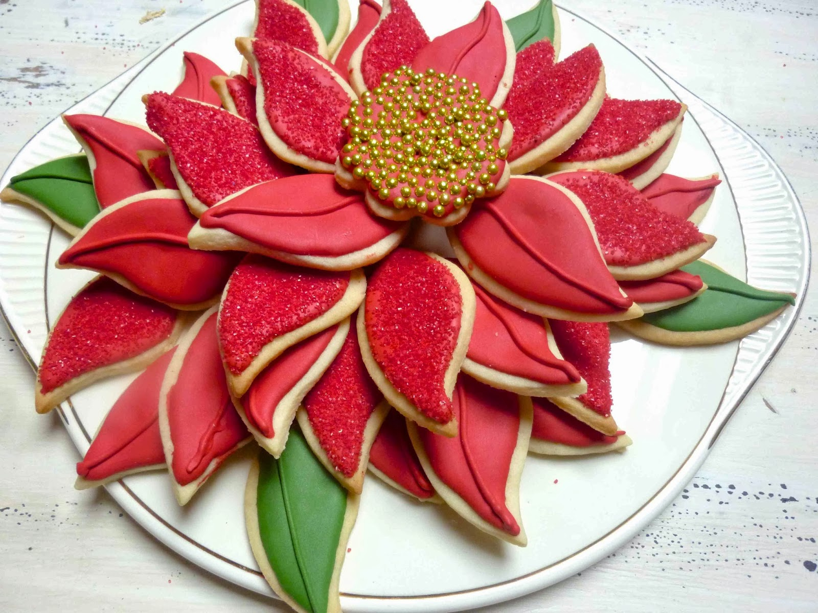 Diary of a Mad Hausfrau: Poinsettia Cookie Platter,Gingerbread Cookie ...