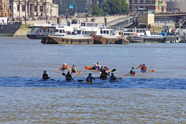 thames river cruise kayaking london