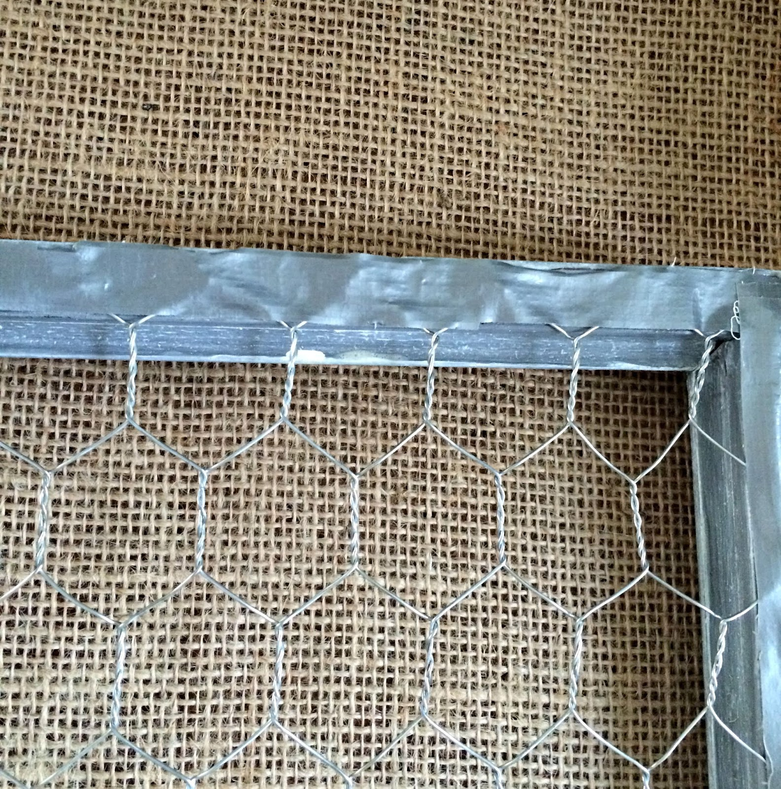 DIY Chicken Wire Narrow Frame - The Red Painted Cottage