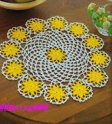 http://xarochita.blogspot.com.es/2009/11/tapetito-amarillo.html