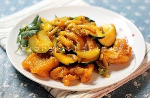Món cá sốt nấm + Bí ngồi thơm ngon