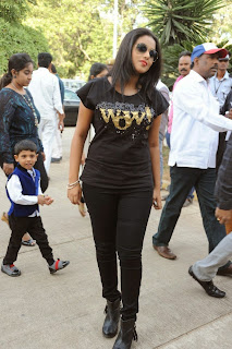 Actress Poorna Latest Pictures in Jeans at Memu Saitam Dinner with Stars Red Carpet  6.jpg