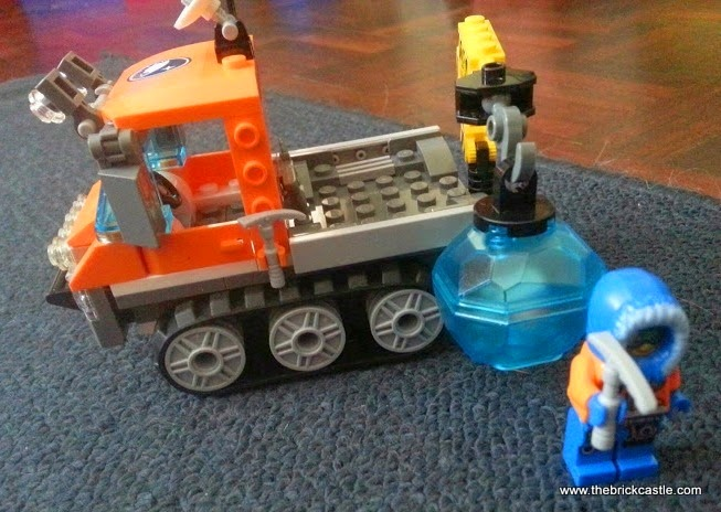 LEGO City Arctic Ice Crawler 60033 Review vehicle and minifigure researcher