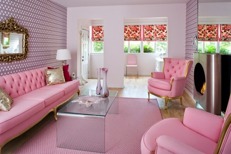 Celebrity homes let s explore cute pink living room decor for Living room paper ideas