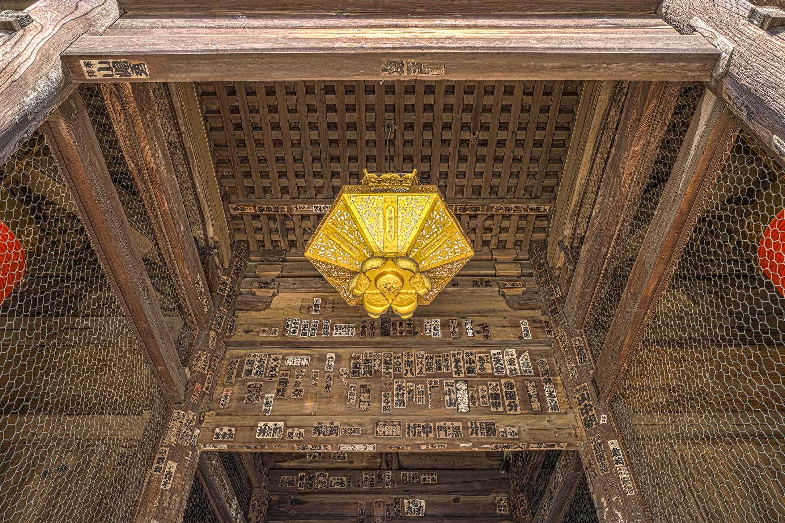 仁王門の飾りHDR写真