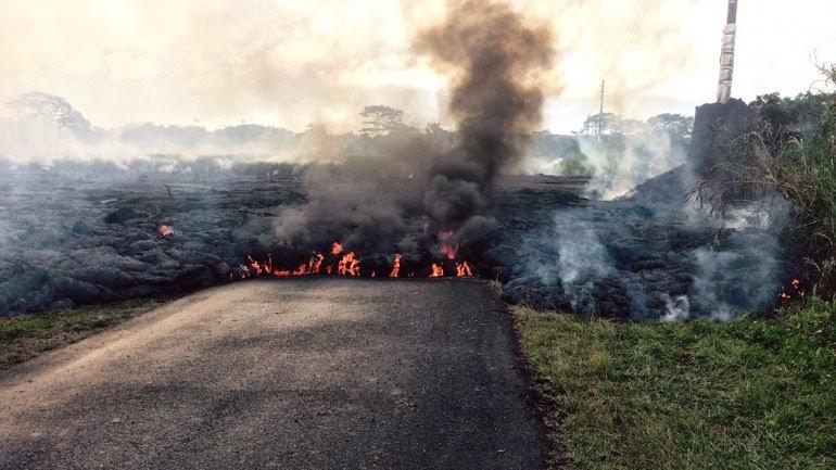 Avance de la lava en pueblo de Hawaii