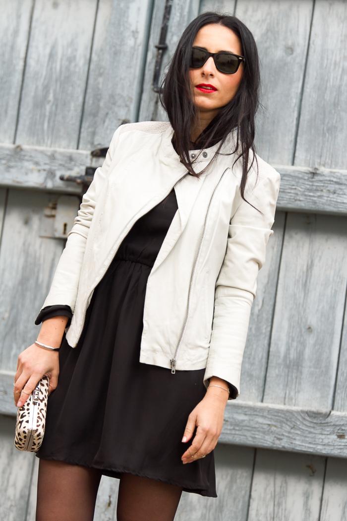 Combinar Vestido con chaqueta de cuero y botines