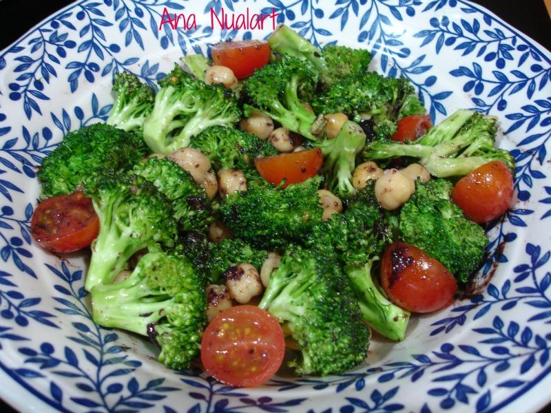 La cocinera de b tulo ensalada de br coli y garbanzos for Decoracion de ensaladas