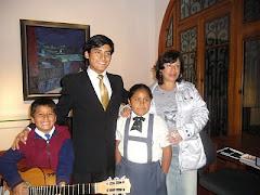 Apoyando el arte en los niños, junto aJosé Cruzado(tataranieto de Vallejo)