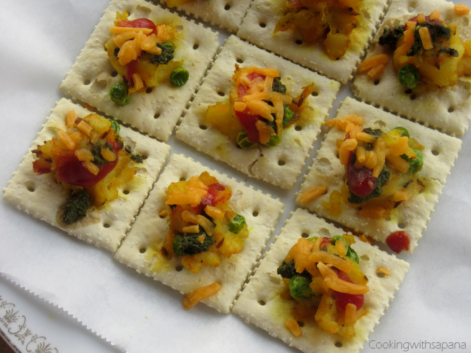 Saltine crackers canapes with potato peas topping for Canape fillings indian