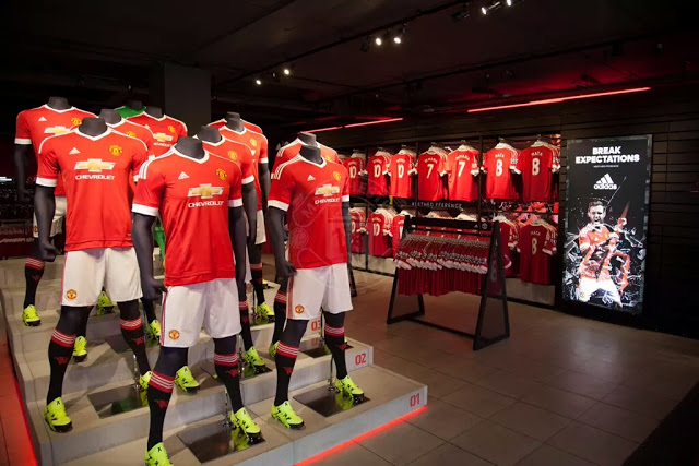 Manchester United Unveil New Adidas Home Kit