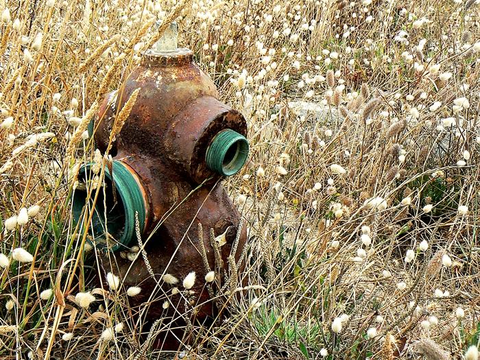 fotografia boca sistema incêndio decadente ruína
