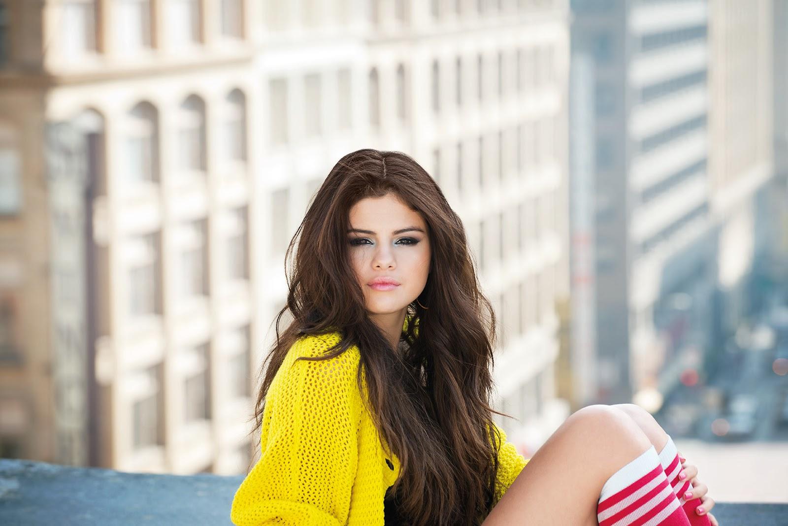 http://3.bp.blogspot.com/-8lcx5-DtyMQ/UQIRxcm8DAI/AAAAAAAAEUs/WCnFHmOyEGo/s1600/Selena+sitting_media+alert.jpg