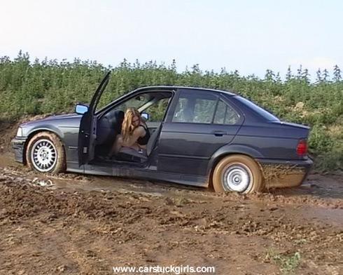 девушка застряла на BMW e36, а я считаю свой заработок в Интернете
