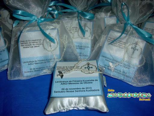 Almofadinhas em cetim, saquinho cetim e terço - 1ª Comunhão