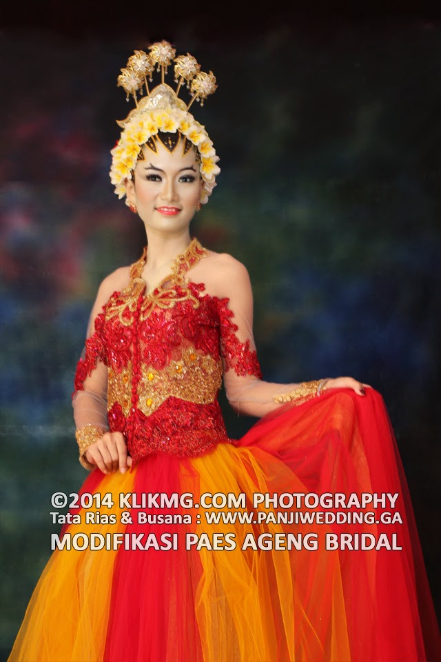 Contoh Paes Ageng Modifikasi Bridal, Tata Rias & Busana  oleh : PANJIWEDDING.GA / PANJICHANIAGO.GA | Foto oleh : Klikmg Fotografi