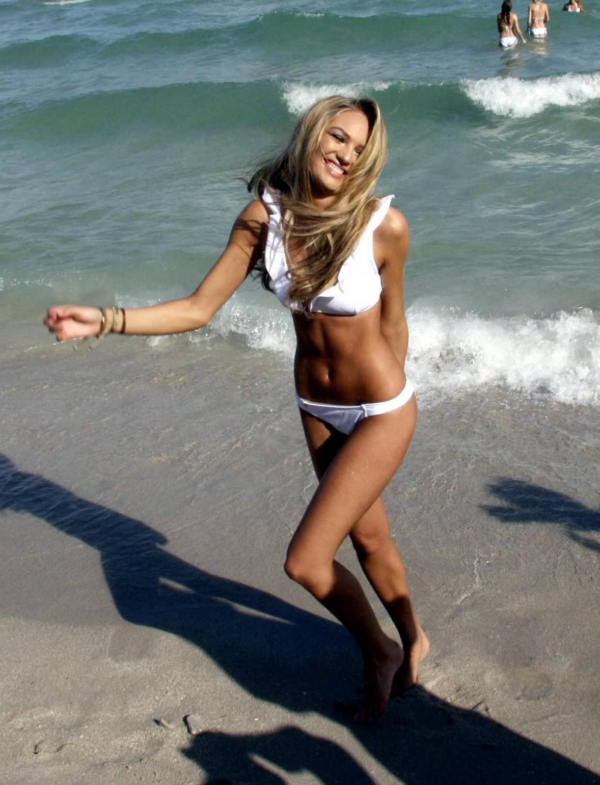 http://3.bp.blogspot.com/-8lnZX3qGeMo/TV5hNzUSRDI/AAAAAAAAI7g/sSo8J7U2W5Q/s1600/Candice+Swanepoel+%2528poses+in+white+bikini%252C+Miami%2529.jpg