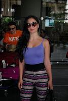 Elli Avram Looks Beautiful at Mumbai Airprot as She Returns from Abu Dhabi