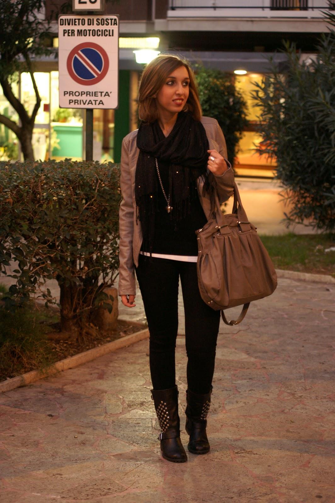 Coffe break lifestyle blog look of the day university for Bershka via del corso