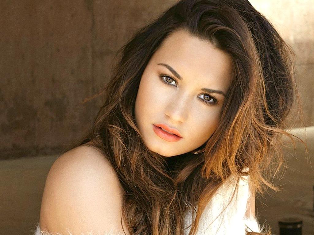 http://3.bp.blogspot.com/-8mscD0WWgDI/UM8thd3IXqI/AAAAAAAAGRw/R2fBQyTsD6w/s1600/Demi-Lovato.jpg