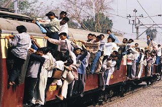 mumbai local train crowd rush