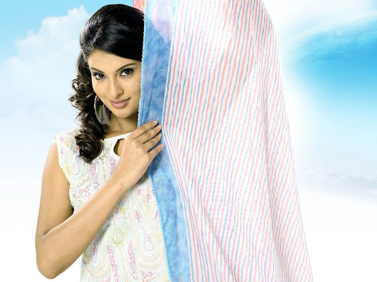 Sayali Bhagat Latest Wallpapers