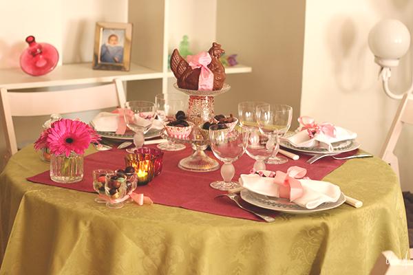 table pâques clemence m chocolat rose et verre