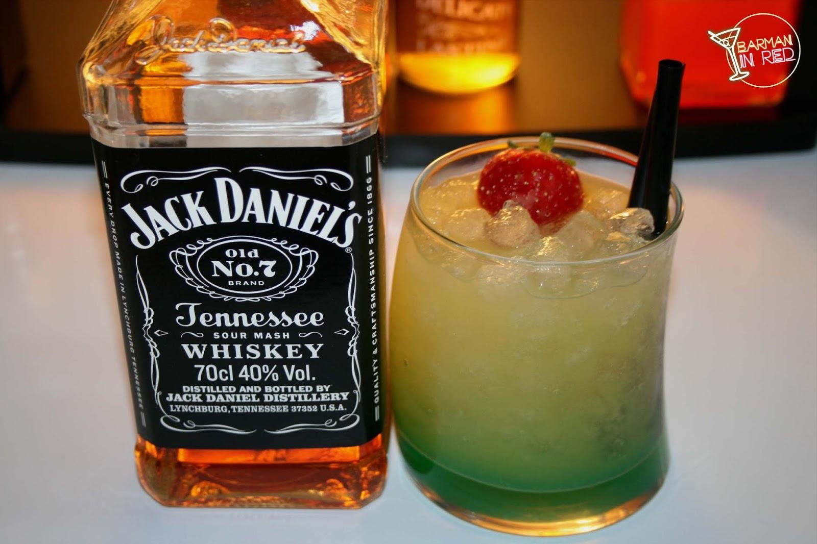 Un cocktail con whisky