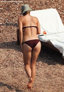 الصور المنتظرة! ماريا شارابوفا بالبكيني على شاطئ البحر في الجبل الأسود