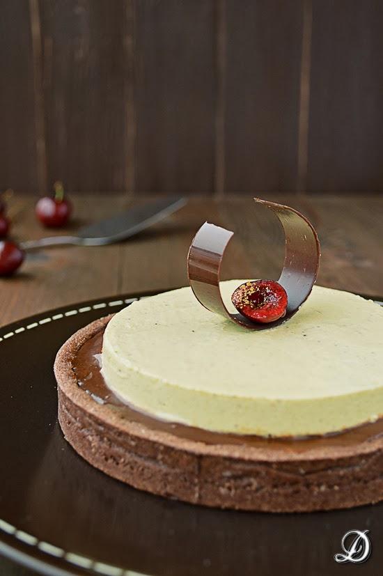 Tarta de Chocolate, Cerezas y Pistachos