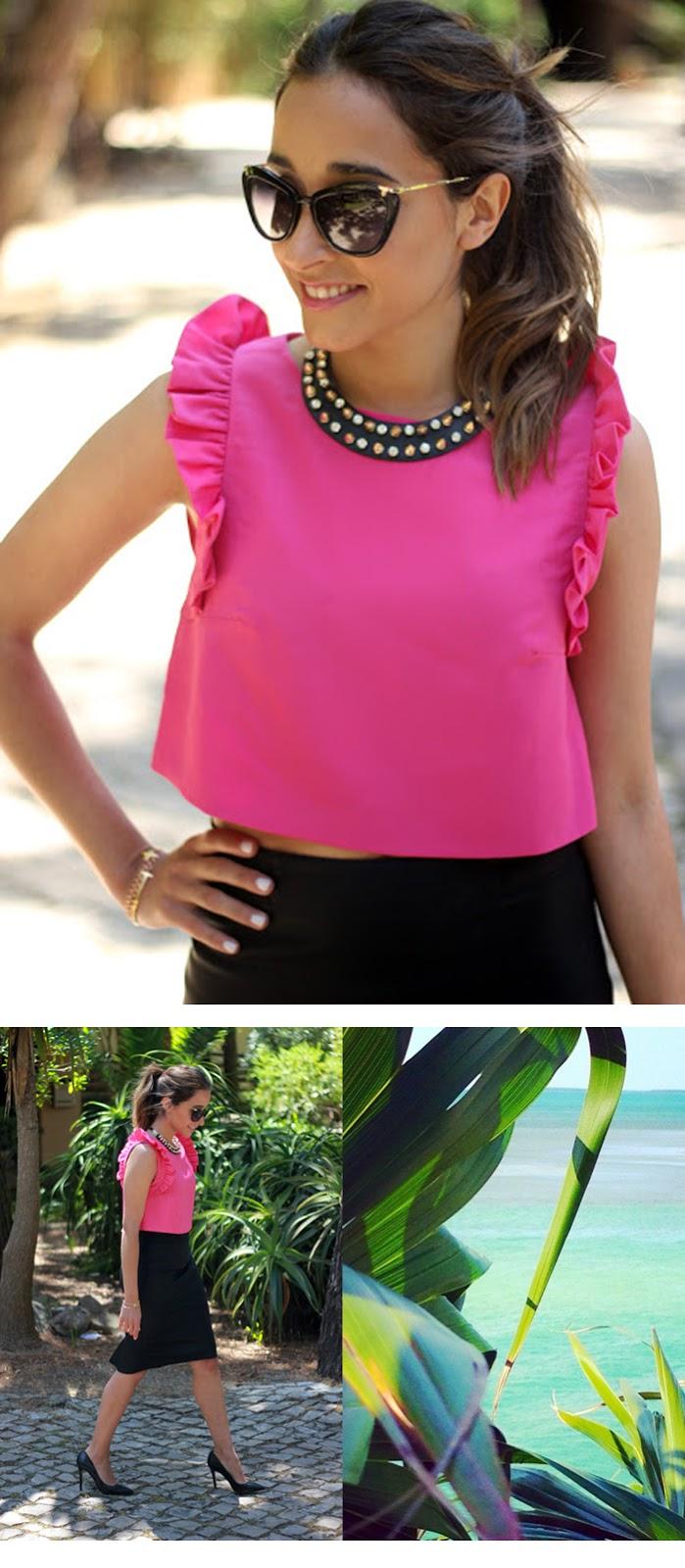 Crop Top rosa fucsia combinado con tacones negros y falda negra de tubo. look ideal para evento de noche, cena romántica. La prenda estrella del verano 2015.