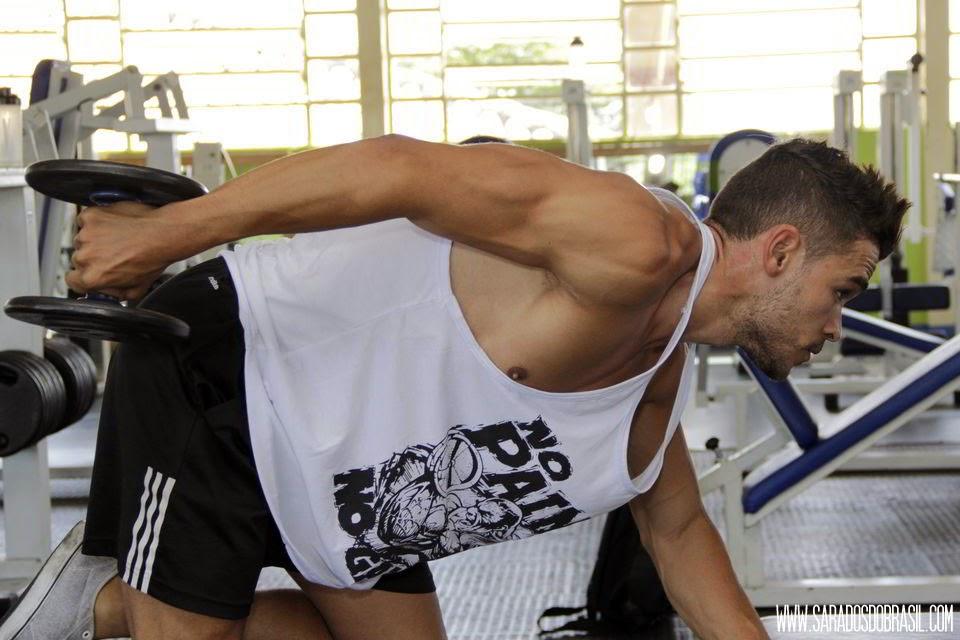 Tríceps coice - 3 séries de 12 repetições - 12 kg - Foto: Marcos Januário
