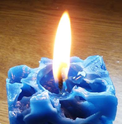 De gulle aarde kaarsen maken in een wc rolletje - Deco buitenkant idee ...