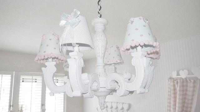 Old new pink and blue roze prinsessenkamer for Kroonluchter kapjes