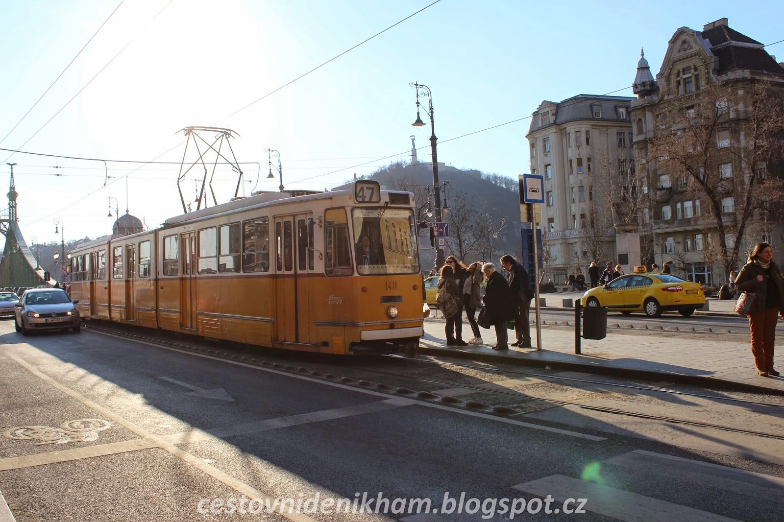 žlutá tramvaj // yellow tram