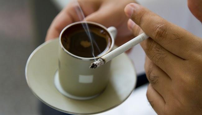 Merokok Sambil Ngopi, Kombinasi Dahsyat Perusak Jantung