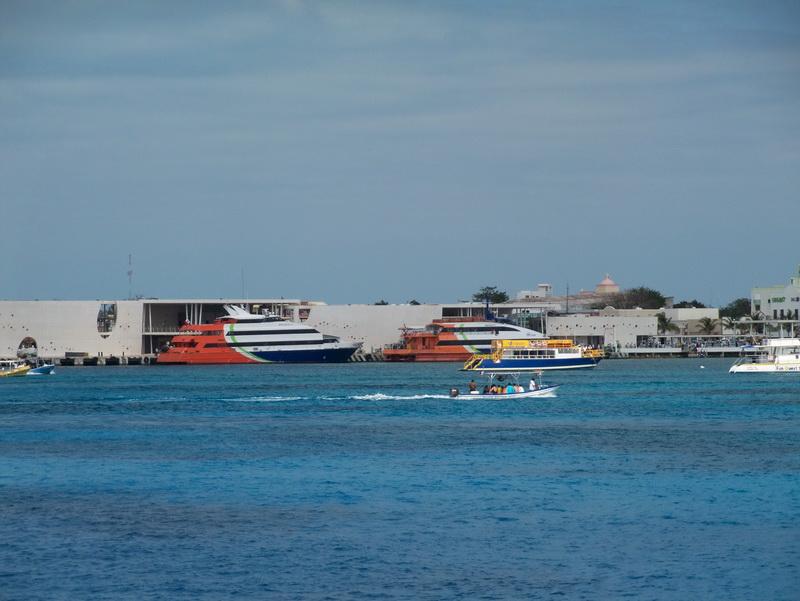 Fotos de los brcos de Mexico que transportan de Cozumel a Playa del Carmen