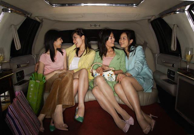 Chicas japonesas en limusina