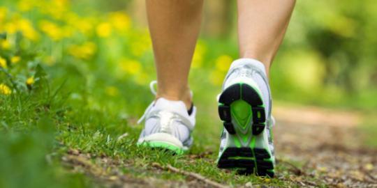 Jalan kaki ampuh redakan kelelahan akibat terapi kanker