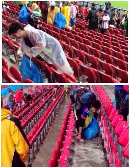 orang-jepang-bersihkan-kursi-stadion-piala-dunia-2014-brasil-02