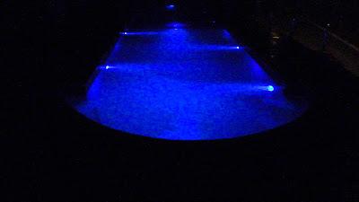 Piscina revestida em fibra com iluminação subaquática
