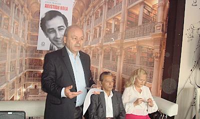 Kolec Traboini duke lexuar propozimin për dhënien e titullit Nderi i Kombit arvanitasit të madh Aristidh Kola.