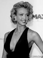 Jessica Alba - Beautifully dressed - Black and White picture 3