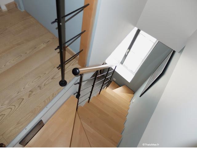 escalier suspendu bois métal noir