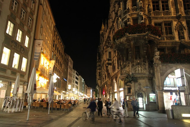 Restaurants open until late at night at Marienplatz in Munich, Germany