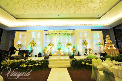 Vineyard event floral decoration surabaya vineyard wedding grapes are generally associated with love abundance and good luck the perfect symbols to incorporate into a wedding celebration and a vineyard theme will junglespirit Image collections