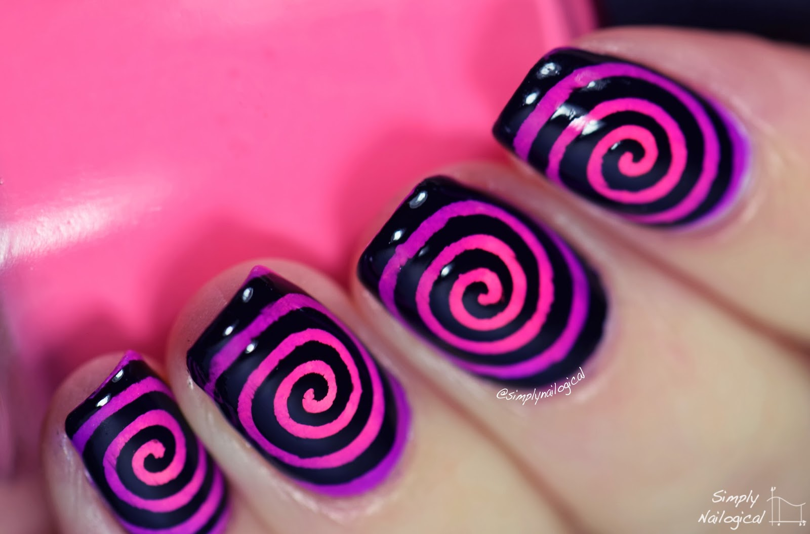 Simply Nailogical: Round gradient cyclone: don\'t get sucked in