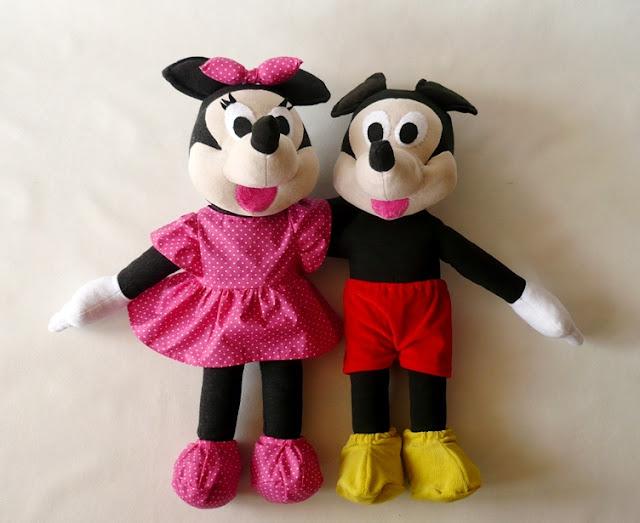Minnie w mini i Mickey w szortach :)