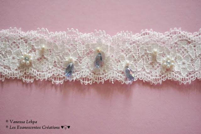 très belle jarretières de mariée en dentelle de calais ivoire clair blanc brodé de perles de verre et cristal