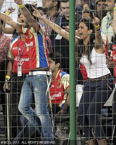 Deepika Sidharth Passionate Hug after IPL Game Photoshoot images
